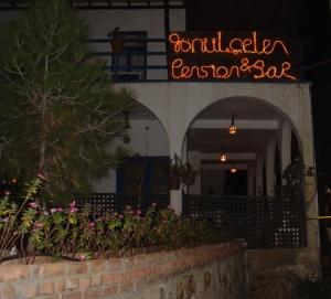 Gonulcelen Ken and Jim's Bar